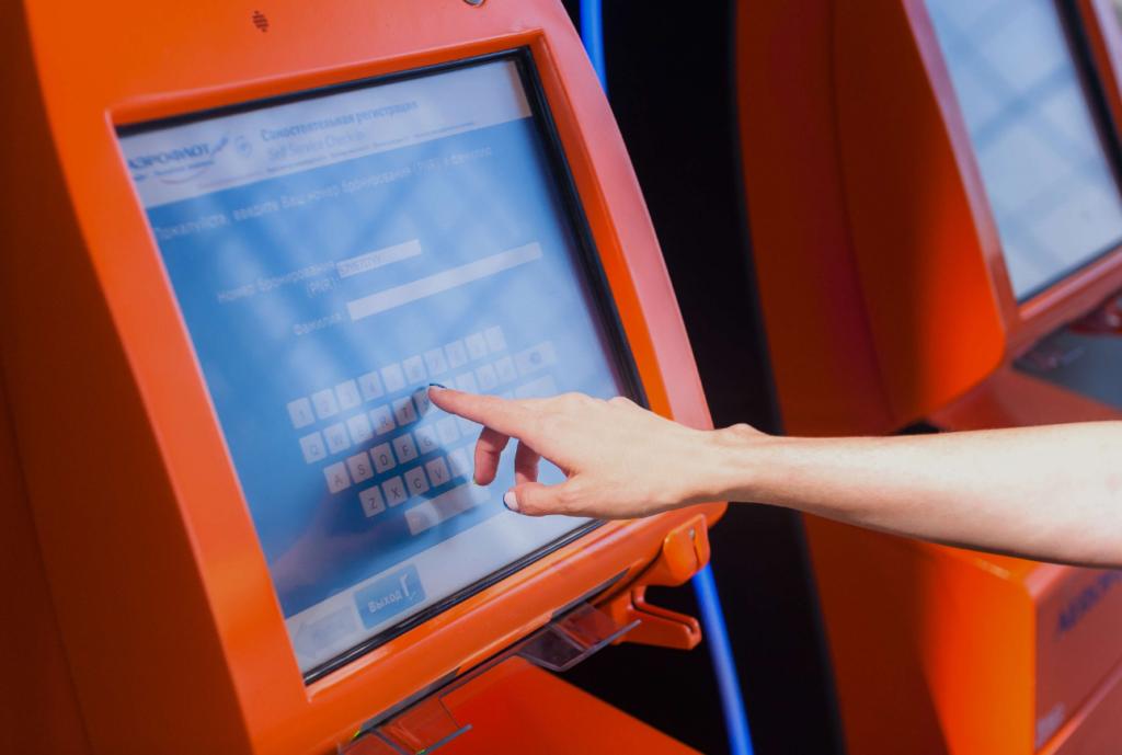 """Киоски саморегистрации на рейсы в аэропорту """"Симферополь"""""""