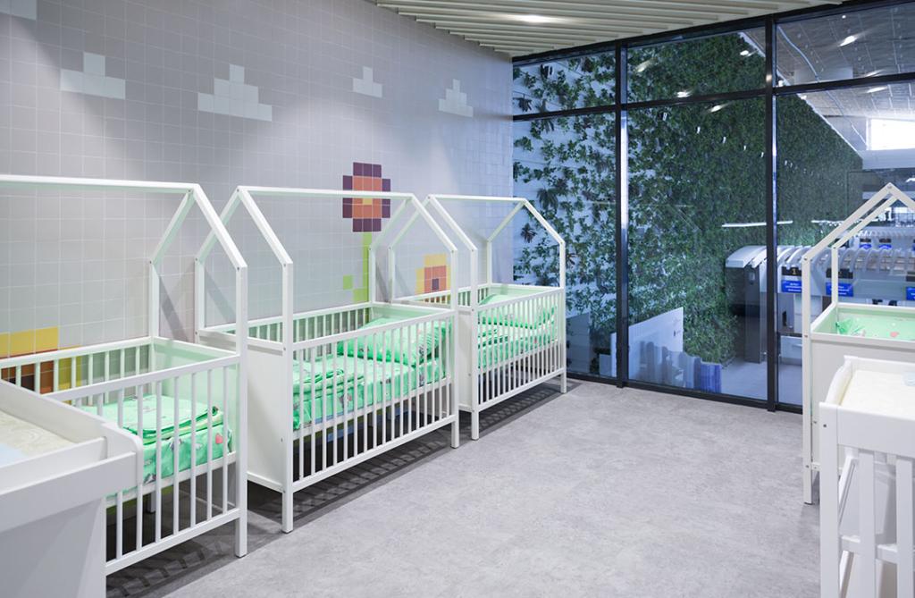 Комната матери и ребенка / Кроватки и пеленальные столики